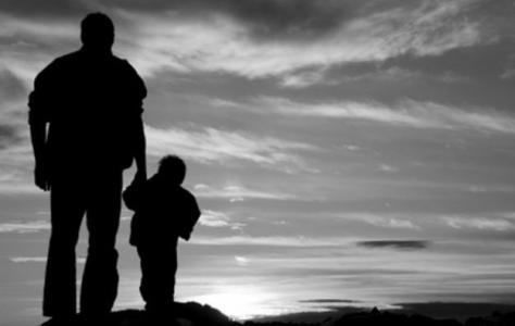 padre figlio tramonto.png